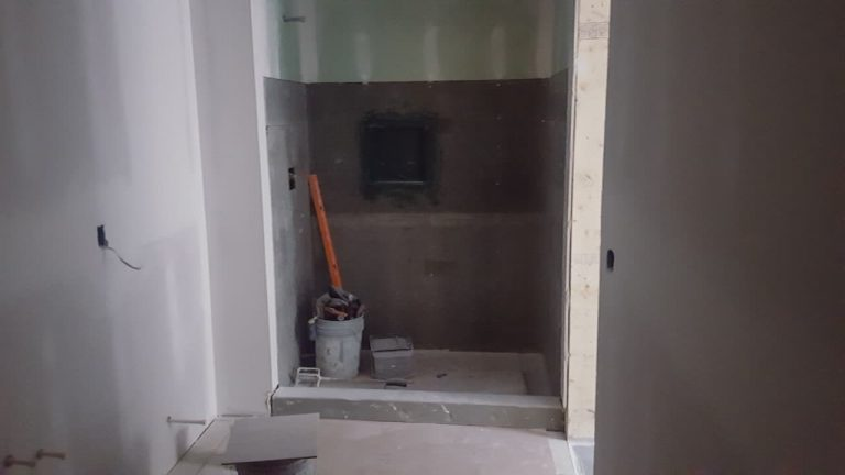Stonegate bathroom before